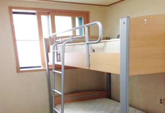 Eton House_Twin STANDARD: Bunk bed for 2 persons1