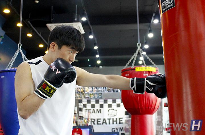 热爱拳击的男生,成为新人王