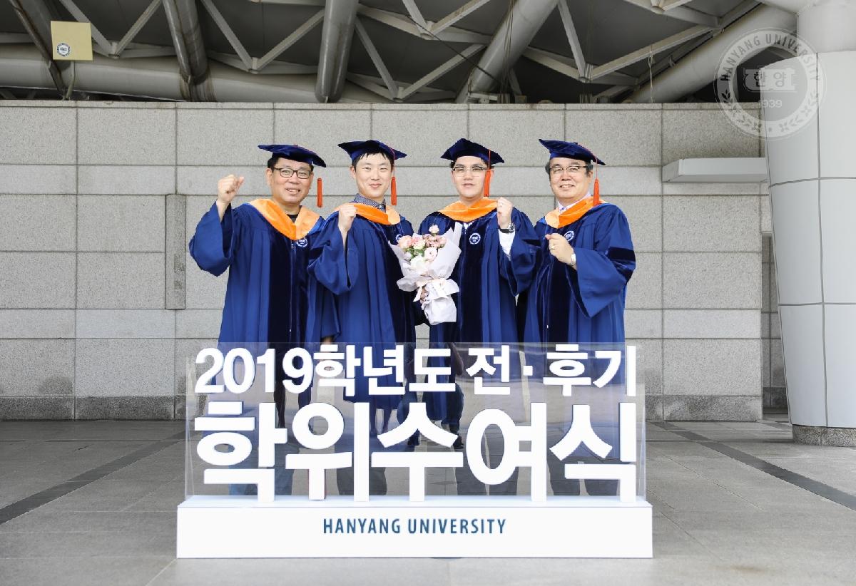 """""""졸업을 축하합니다!"""" 2019학년도 전•후기 학위수여 포토존"""